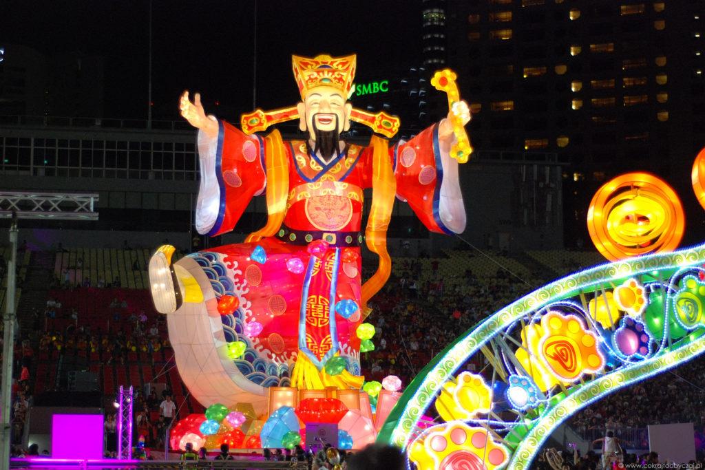 Caishen (God of Fortune) mierzył 18 metrów wysokości.