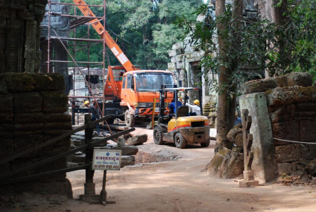 Intensywne prace trwają na terenie świątyni Ta Phrom.