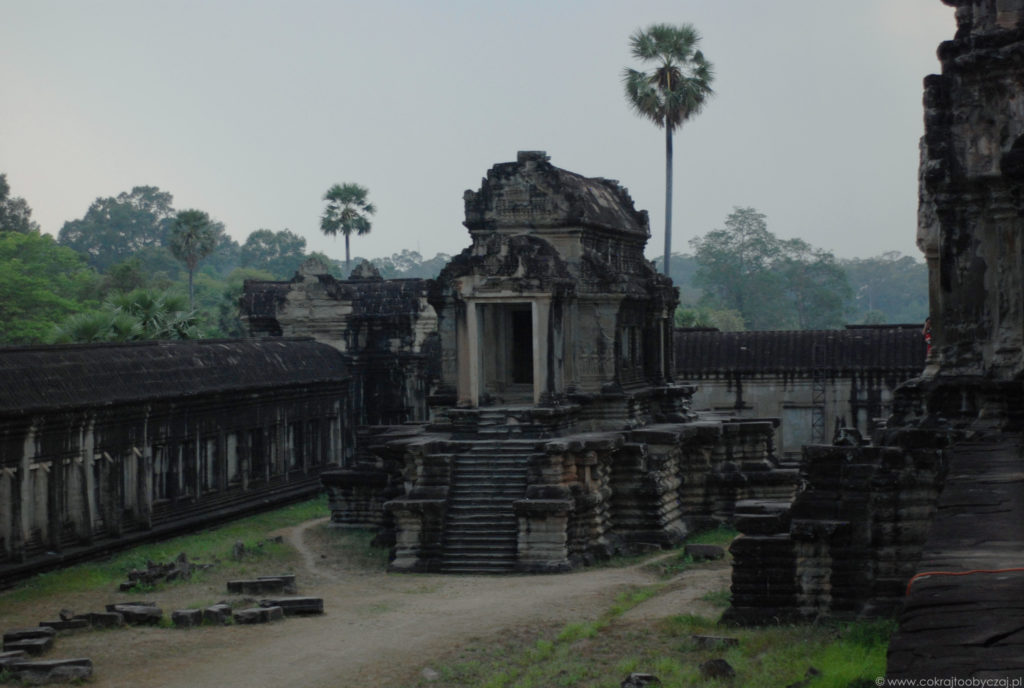 Angkor Wat o zmierzchu, w tej części nie było wielu zwiedzających.