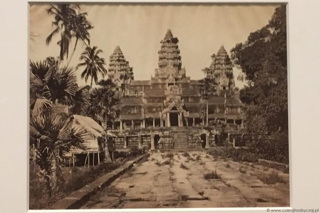 Fragment Angkor Wat na zdjęciu Emilla Gsella (1866 lub 1873) - ówczesny stan zachowania.