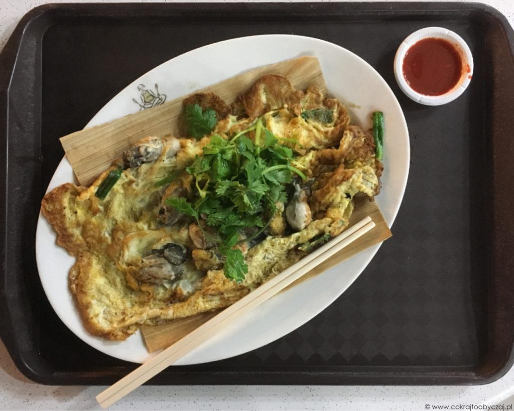 Makansutra Gluttons Bay: oyster omelette (ostrygowy omlet), rozmiar: najmniejszy ;) kosztował 8$