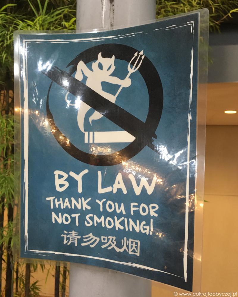 W hawker centres obowiązuje zakaz palenia.
