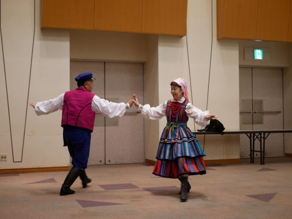 """Para tancerzy z klubu polskich tańców ludowych """"Sobota"""". Źródło: materiały organizatorów konferencji."""