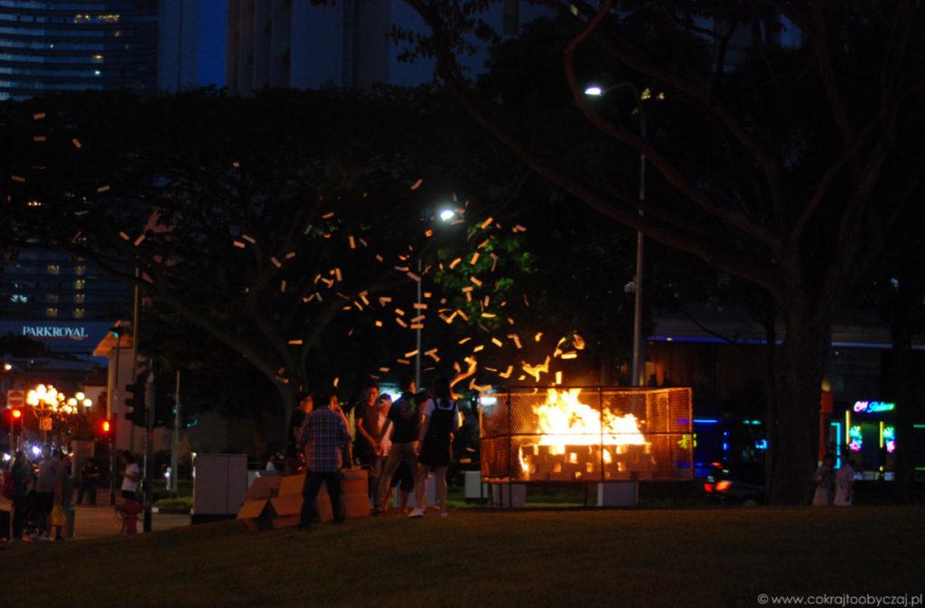 Jeden z większych płomieni, jakie widzieliśmy podczas Święta Duchów.