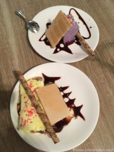Lody o smaku duriana (żółte) oraz taro (fioletowe).
