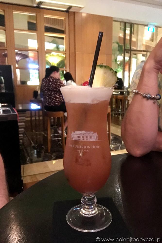 Singapore Sling w Fullerton Hotel.