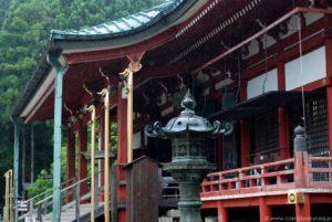 Zbliżenie na buddyjską świątynię, kompleks Enryaku-ji.