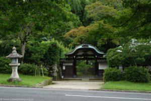 Brama utrzymana w stylu tradycyjnej japońskiej architektury, Ostu.