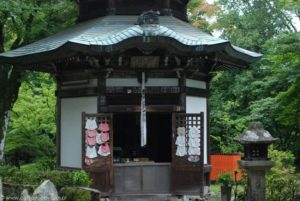 Budynek sakralny nieopodal stacji kolejki linowej w Otsu.