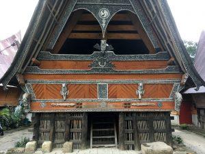 Tradycyjny, drewniany dom Bataków Toba.
