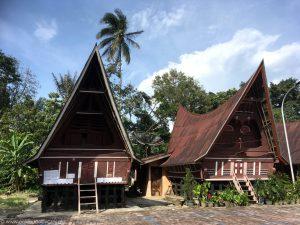 Tradycyjne domy Bataków Toba w Huta Siallagan, Ambarita.
