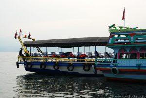 Prom kursujący między Parapat a Tuk Tuk nad jeziorem Toba, Sumatra.