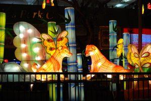 Dekoracje uliczne z okazji Roku Psa - Chinatown, Singapur.