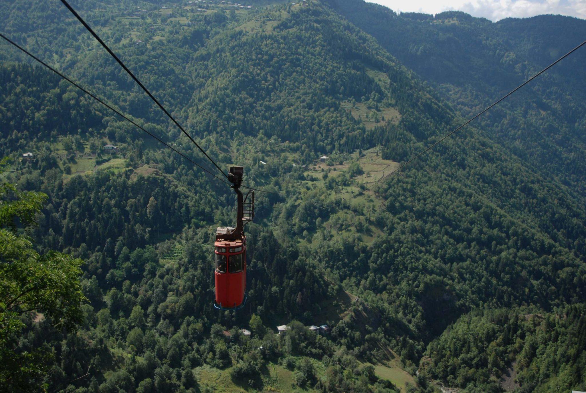 Kolejka linowa w Khulo w Gruzji.