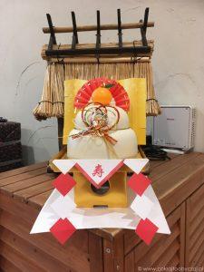 Noworoczna dekoracja - kagami mochi, Japonia