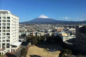 Hatsuhinode i widok na Fuji z hotelu w mieście Fuji